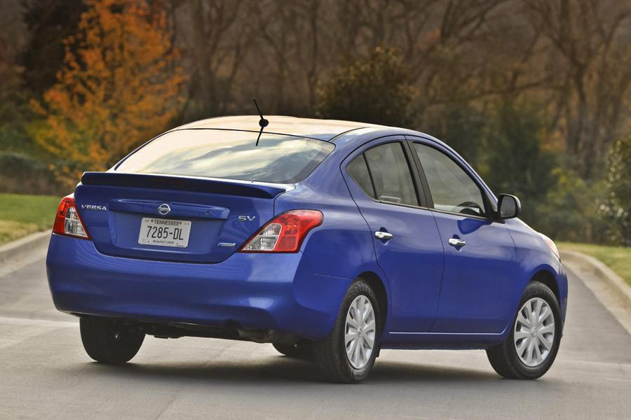 2013 nissan versa specs pictures trims colors. Black Bedroom Furniture Sets. Home Design Ideas