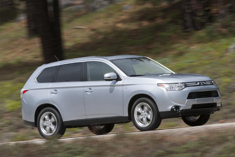 2014 mitsubishi outlander reviews specs and prices. Black Bedroom Furniture Sets. Home Design Ideas