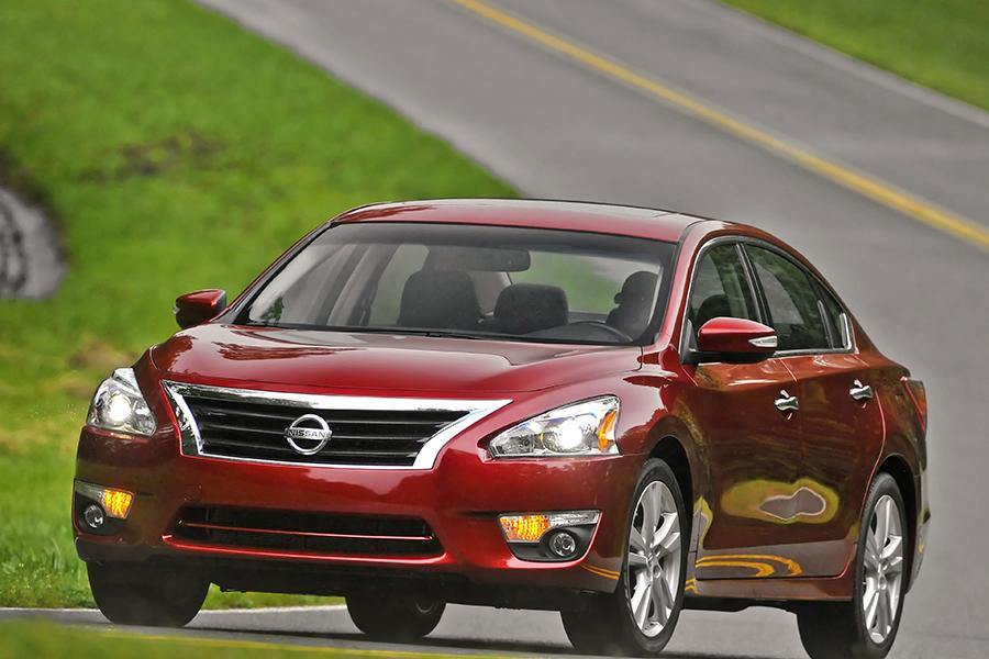2014 nissan altima reviews specs and prices. Black Bedroom Furniture Sets. Home Design Ideas