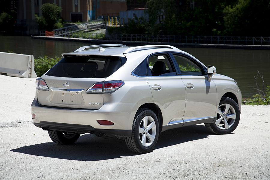 roadshow rests rx auto on lexus review laurels