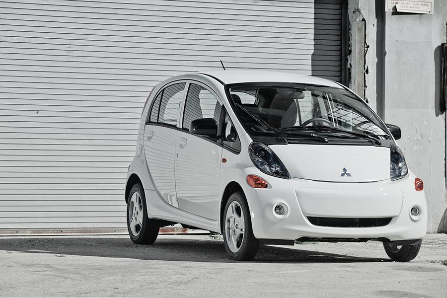 2013 mitsubishi i miev reviews specs and prices. Black Bedroom Furniture Sets. Home Design Ideas