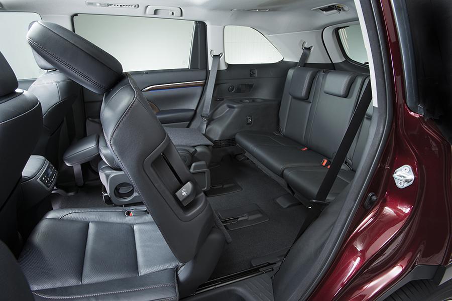 2017 Toyota Highlander Offers Ious And Versatile Interior