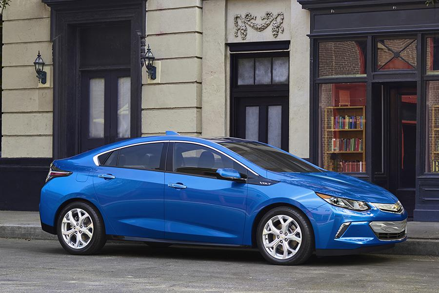 2016 chevrolet volt reviews specs and prices. Black Bedroom Furniture Sets. Home Design Ideas