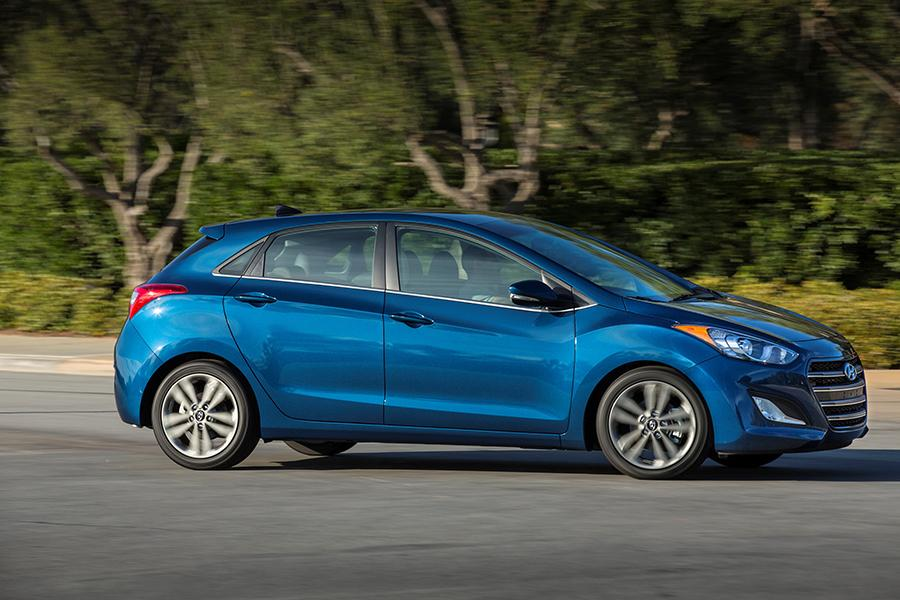 2016 hyundai elantra gt reviews specs and prices. Black Bedroom Furniture Sets. Home Design Ideas