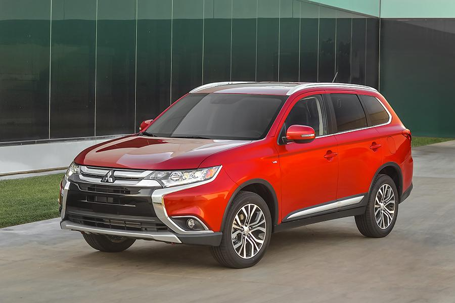 2016 mitsubishi outlander reviews specs and prices. Black Bedroom Furniture Sets. Home Design Ideas