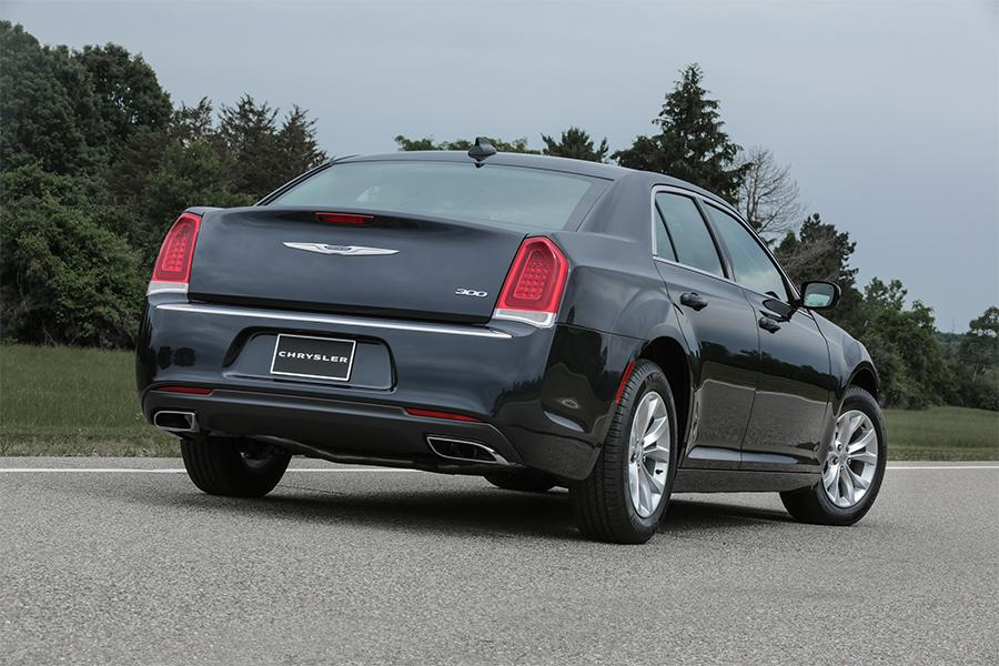 2016 chrysler 300 reviews specs and prices. Black Bedroom Furniture Sets. Home Design Ideas