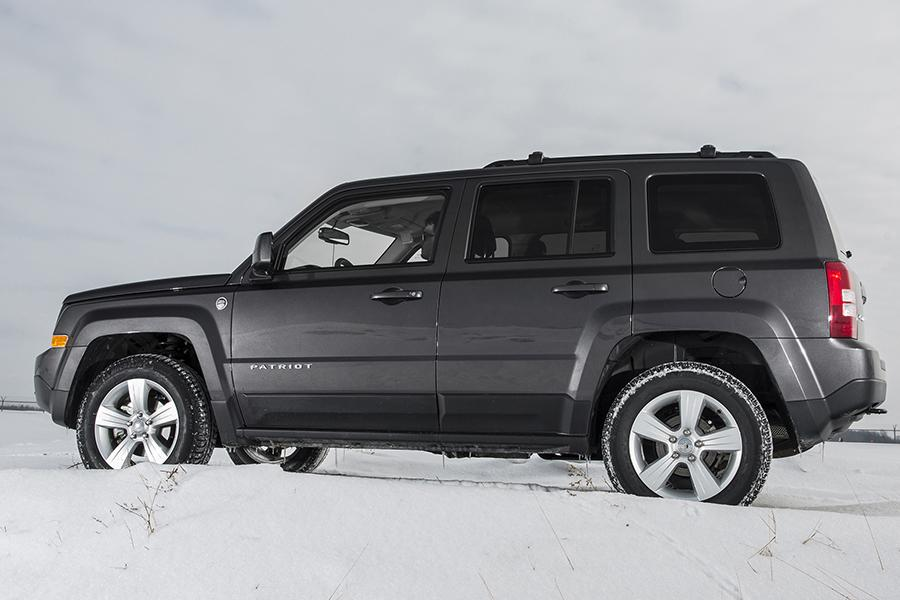 2016 jeep patriot specs pictures trims colors. Black Bedroom Furniture Sets. Home Design Ideas