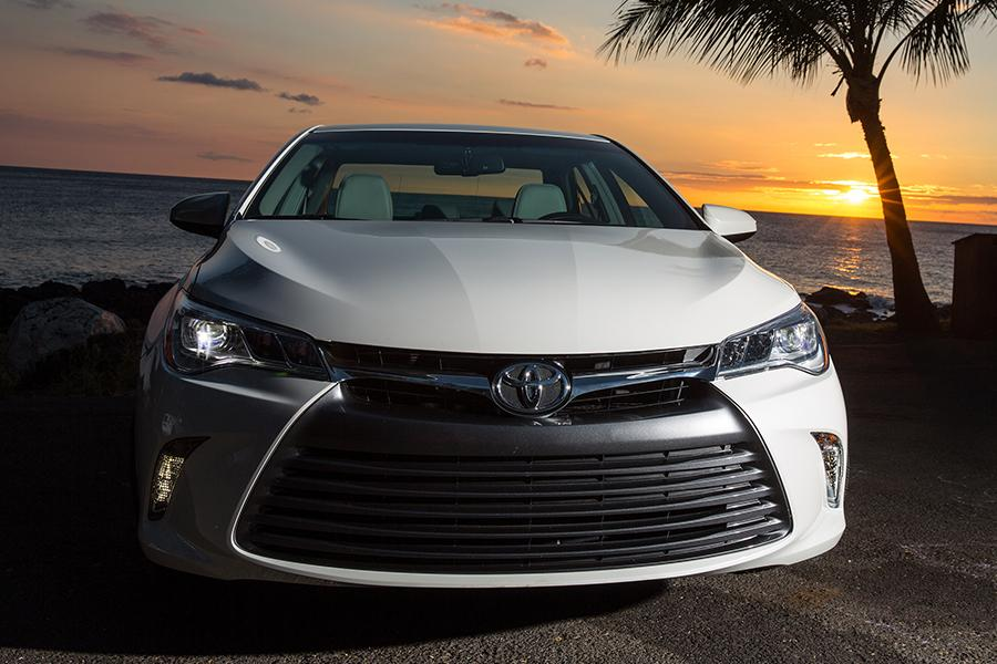 2016 toyota camry specs pictures trims colors. Black Bedroom Furniture Sets. Home Design Ideas