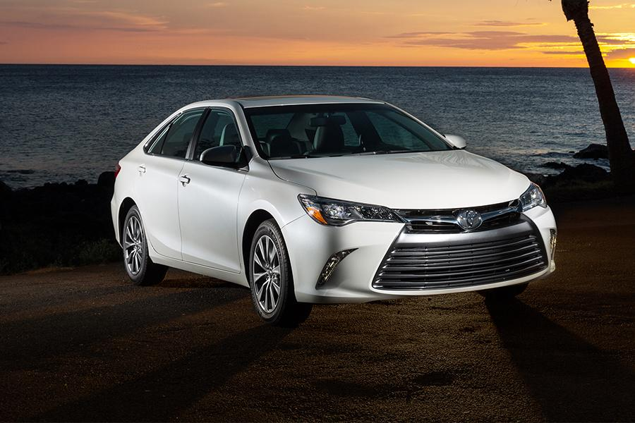 2016 toyota camry reviews specs and prices. Black Bedroom Furniture Sets. Home Design Ideas
