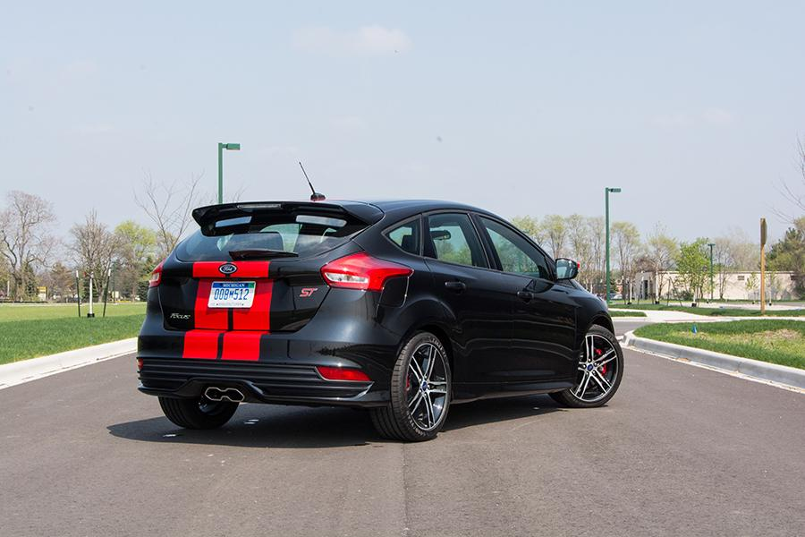 2016 ford focus st specs pictures trims colors. Black Bedroom Furniture Sets. Home Design Ideas
