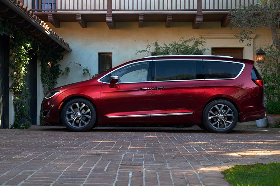 2017 chrysler pacifica reviews specs and prices. Black Bedroom Furniture Sets. Home Design Ideas