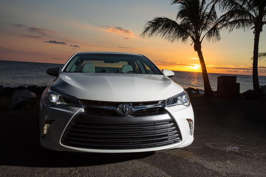 2017 toyota camry reviews specs and prices. Black Bedroom Furniture Sets. Home Design Ideas