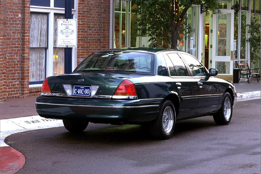 2000 ford crown victoria reviews specs and prices for Crown motors service center