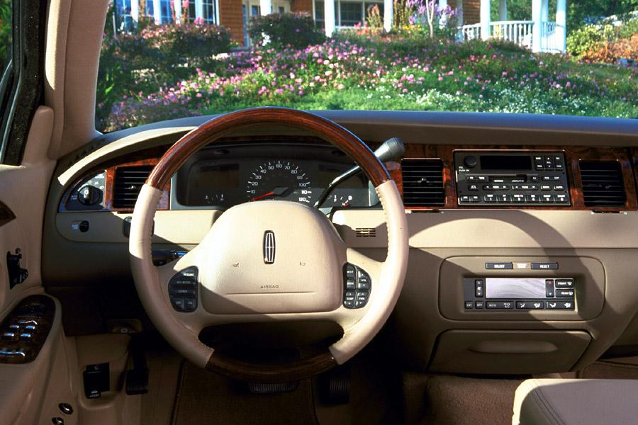 2001 lincoln town car specs pictures trims colors. Black Bedroom Furniture Sets. Home Design Ideas