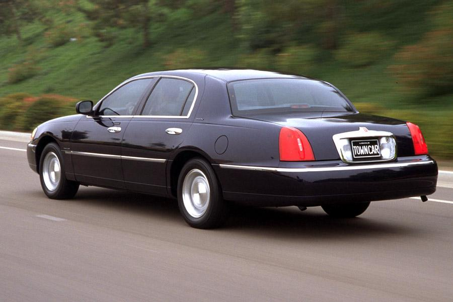 2000 lincoln town car specs pictures trims colors. Black Bedroom Furniture Sets. Home Design Ideas