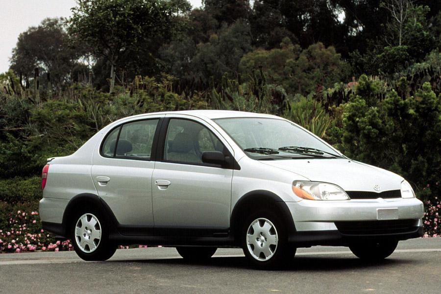 a review of toyota echo The toyota echo was released in 2000 and ran through 2005 car and coupe physical body styles were supplied all echos were powered by a 15-liter inline four-cylinder engine efficient in 108 horsepower and 105 pound-feet of torque.
