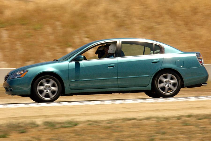 2002 nissan altima reviews specs and prices. Black Bedroom Furniture Sets. Home Design Ideas
