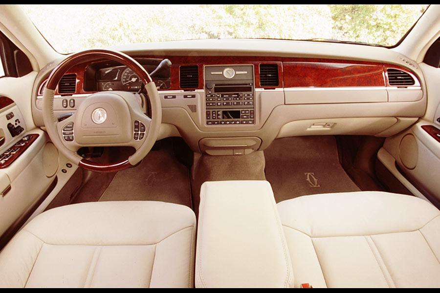 2004 Lincoln Town Car Specs Pictures Trims Colors