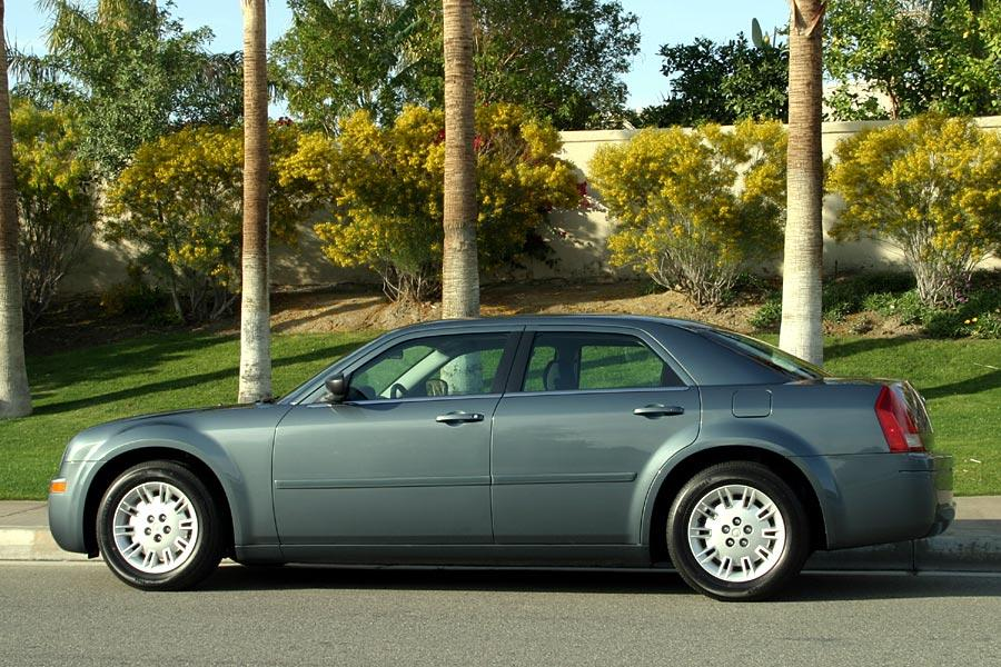 2005 chrysler 300 reviews specs and prices. Cars Review. Best American Auto & Cars Review