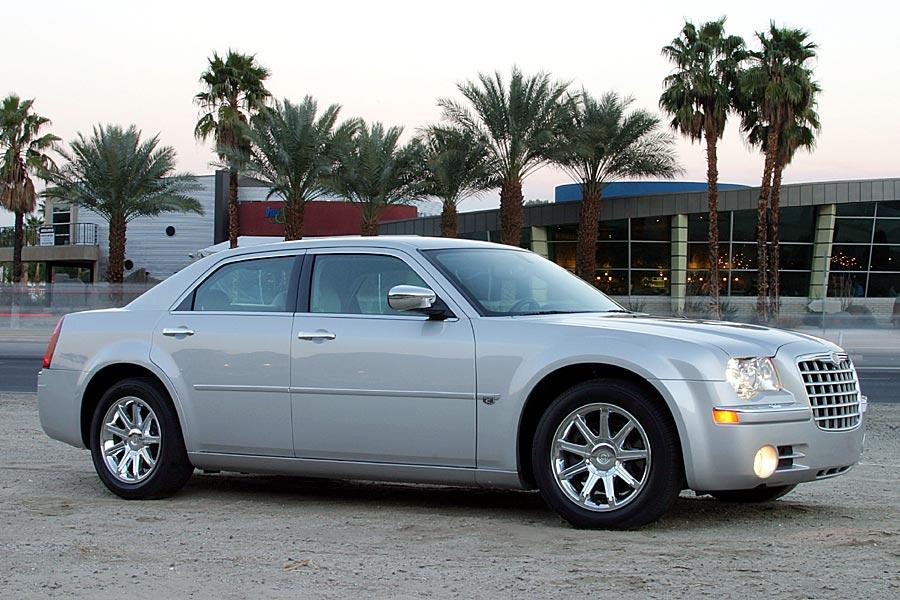 2005 chrysler 300c specs pictures trims colors. Black Bedroom Furniture Sets. Home Design Ideas