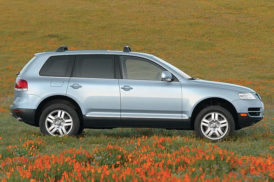 2005 volkswagen touareg reviews specs and prices. Black Bedroom Furniture Sets. Home Design Ideas