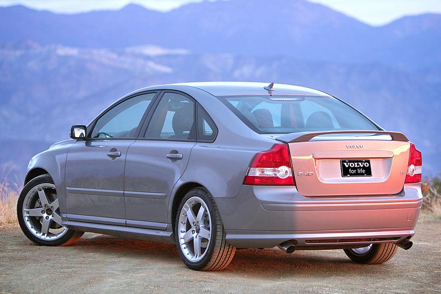 2005 volvo s40 reviews specs and prices. Black Bedroom Furniture Sets. Home Design Ideas