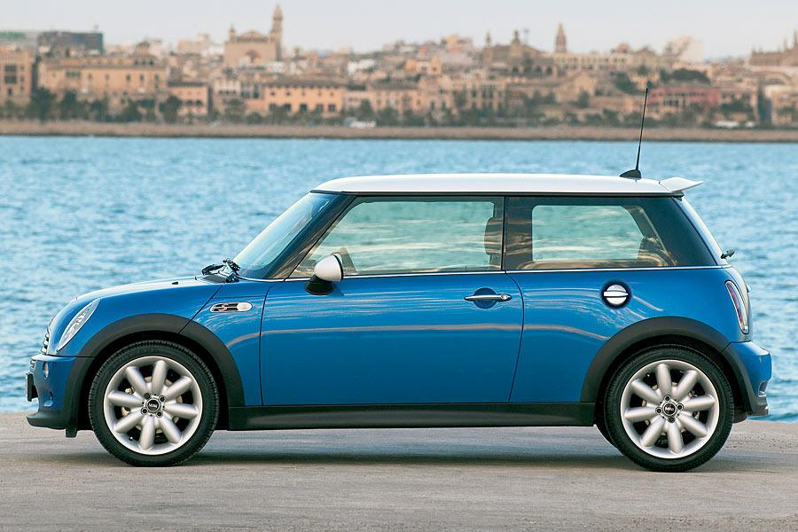 2005 mini cooper s reviews specs and prices. Black Bedroom Furniture Sets. Home Design Ideas