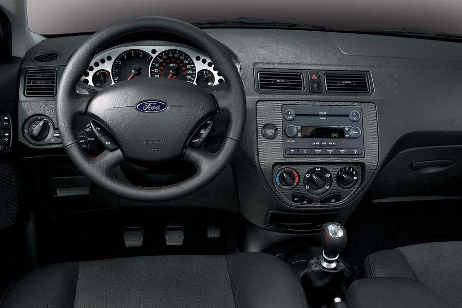 2006 ford focus reviews specs and prices for Ford focus 2006 interieur