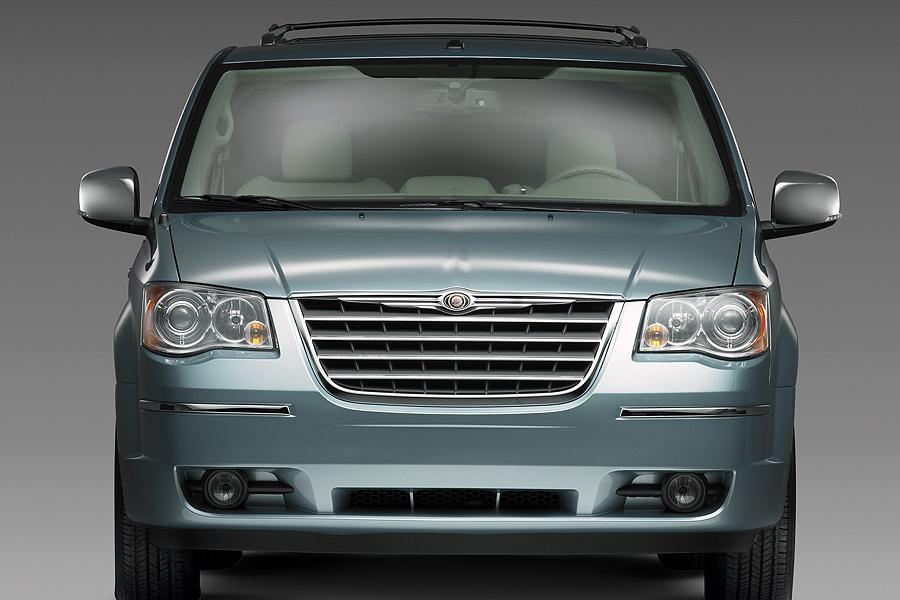 chrysler town country specs pictures trims colors carscom