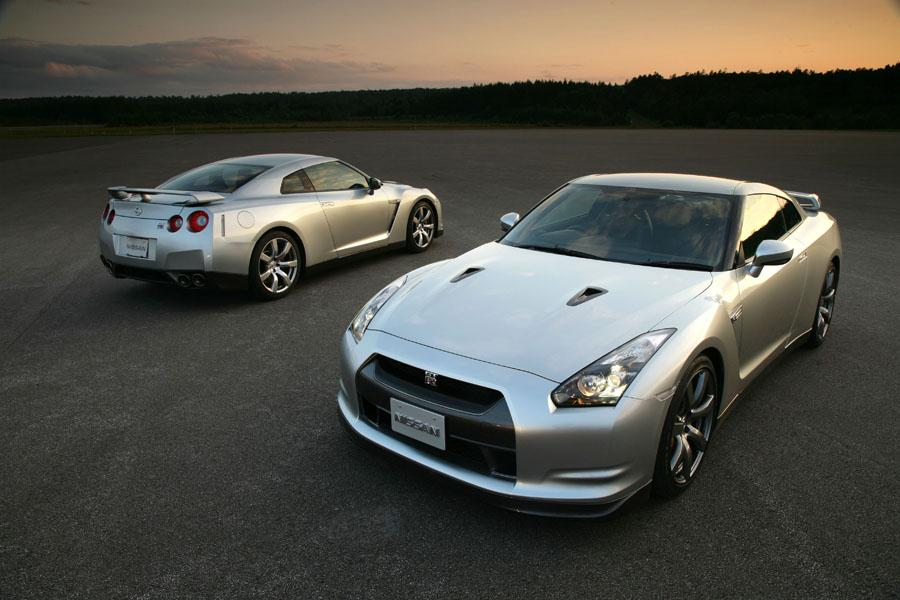 Nissan GT-R Spec V (2009) review by CAR Magazine