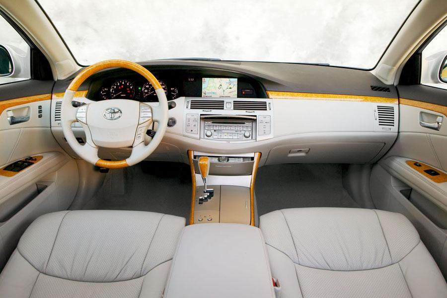 2009 toyota avalon reviews specs and prices carscom for Toyota avalon interior dimensions