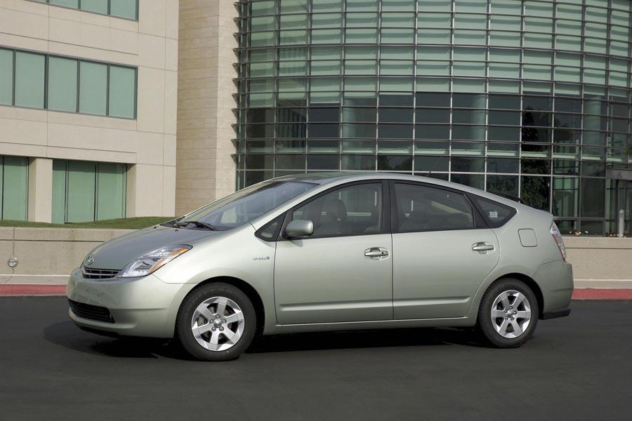 2009 Toyota Prius Reviews Specs And Prices Cars Com