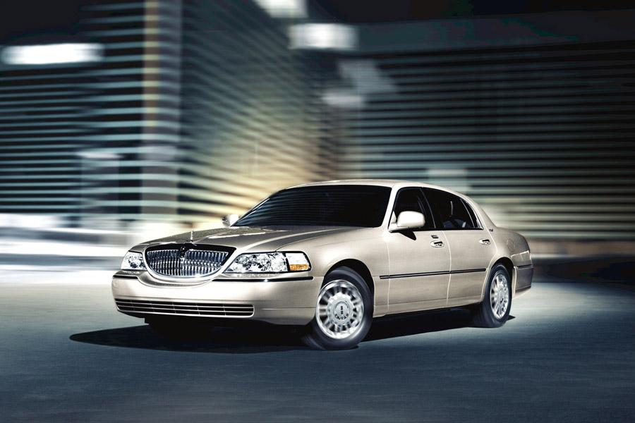 2010 lincoln town car reviews specs and prices. Black Bedroom Furniture Sets. Home Design Ideas