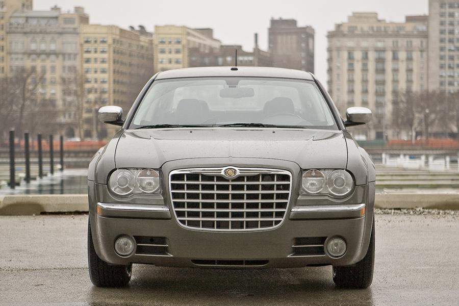 2010 chrysler 300 reviews specs and prices. Black Bedroom Furniture Sets. Home Design Ideas