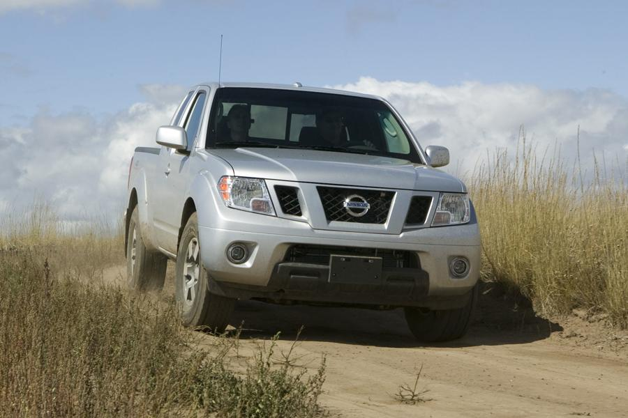 2010 nissan frontier reviews specs and prices. Black Bedroom Furniture Sets. Home Design Ideas