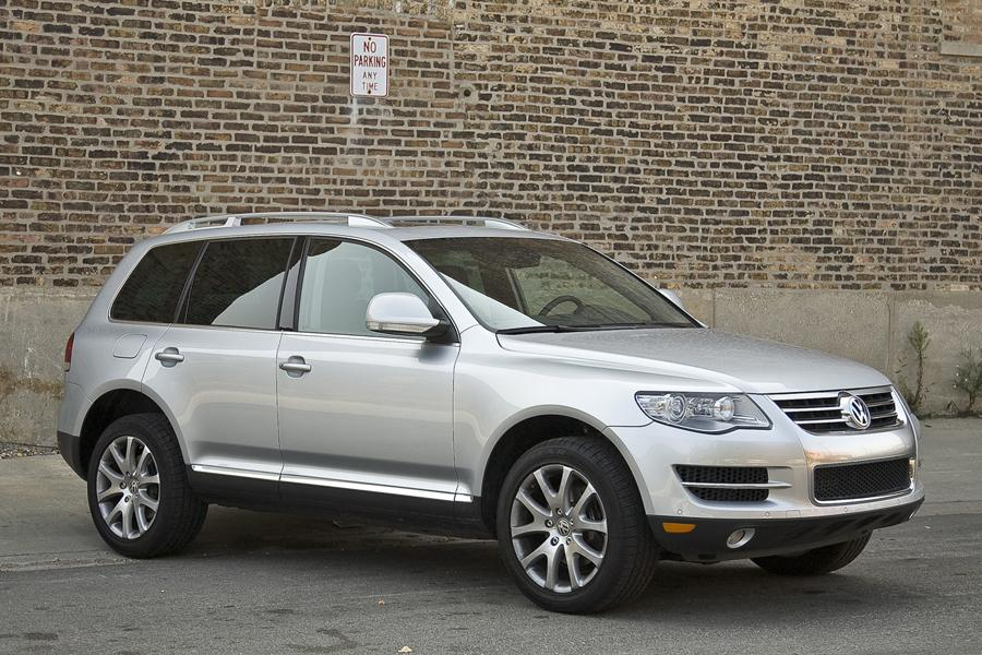 2010 volkswagen touareg reviews specs and prices. Black Bedroom Furniture Sets. Home Design Ideas