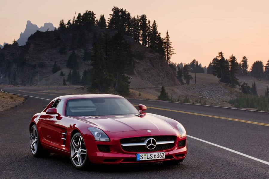 2011 mercedes benz sls amg reviews specs and prices. Black Bedroom Furniture Sets. Home Design Ideas