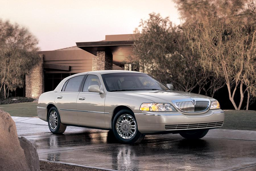 2011 Lincoln Town Car Reviews Specs And Prices Cars Com