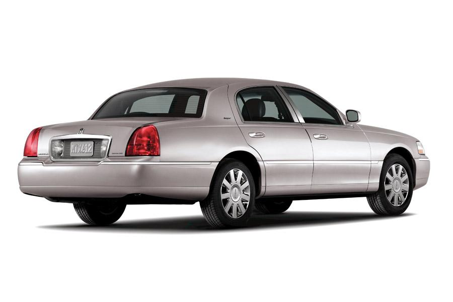 Lincoln Town Car Sedan Models Price Specs Reviews