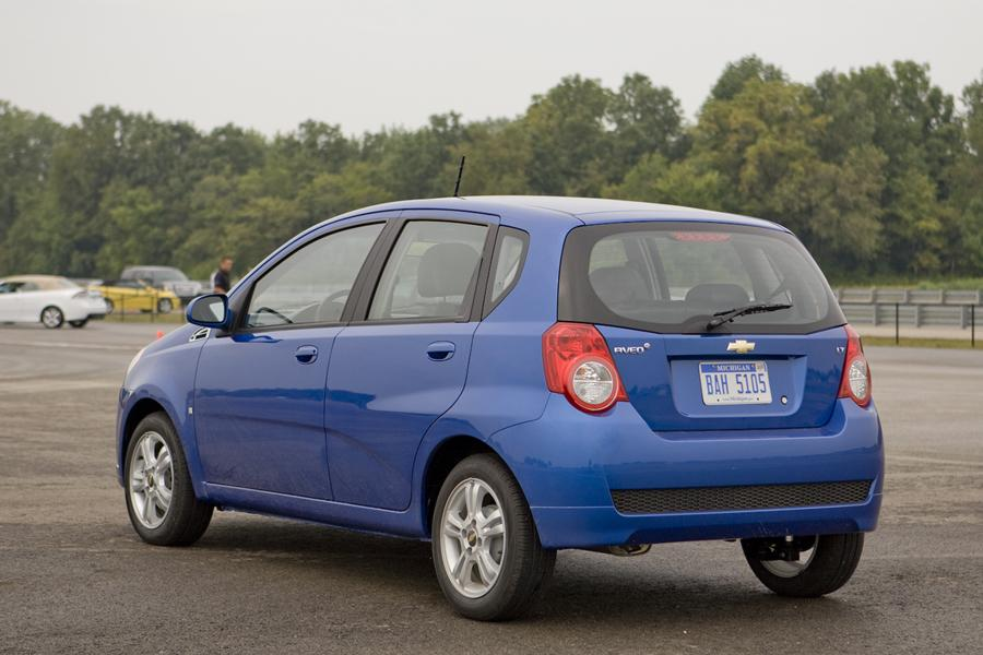 chevrolet aveo sedan models price specs reviews. Black Bedroom Furniture Sets. Home Design Ideas