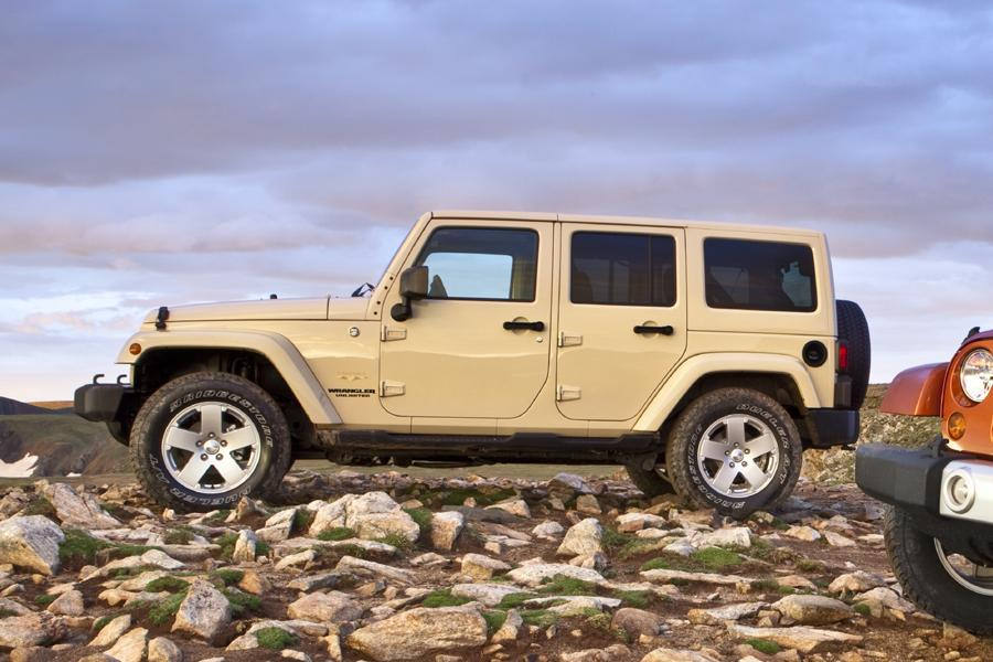 2011 jeep wrangler unlimited reviews specs and prices. Black Bedroom Furniture Sets. Home Design Ideas