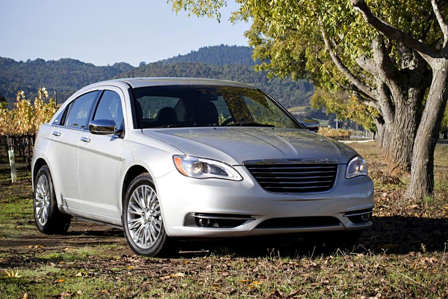 2011 chrysler 200 reviews specs and prices. Black Bedroom Furniture Sets. Home Design Ideas