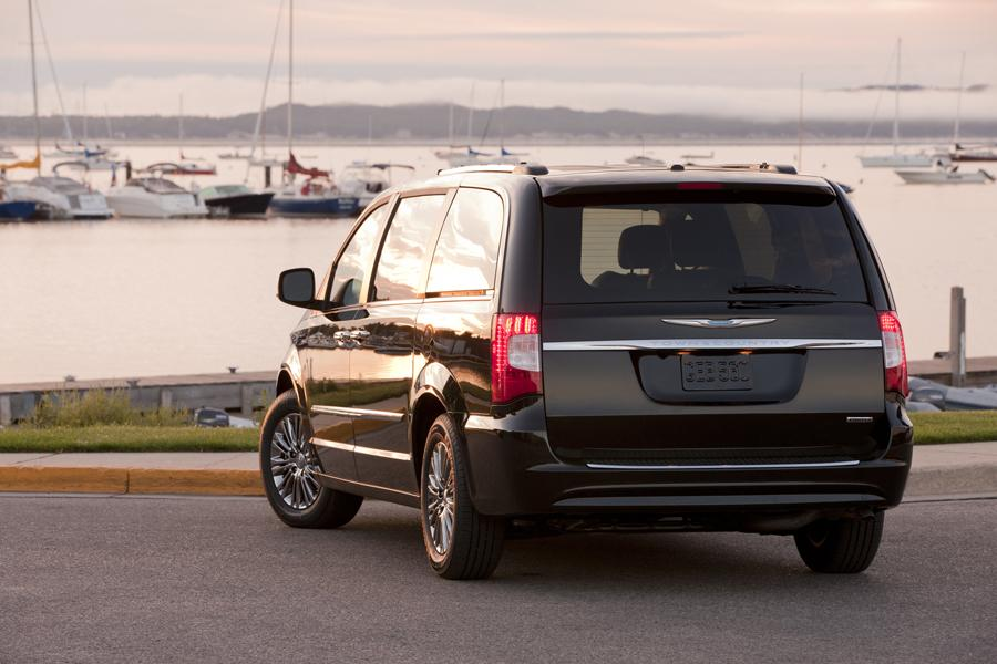 2011 chrysler town country reviews specs and prices. Black Bedroom Furniture Sets. Home Design Ideas