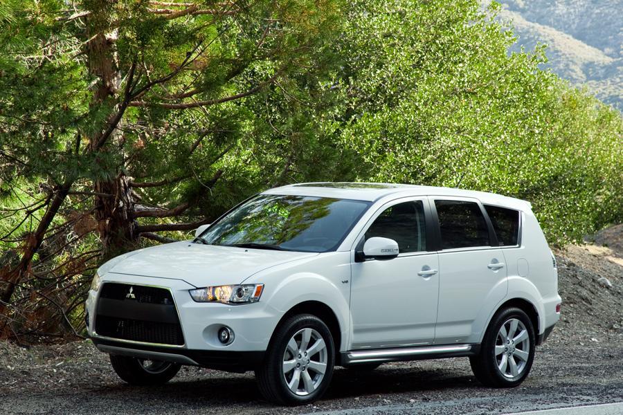 2011 Mitsubishi Outlander Reviews Specs And Prices Cars Com