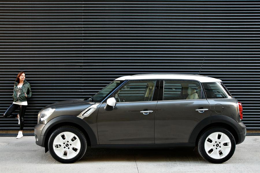 2011 mini cooper countryman reviews specs and prices. Black Bedroom Furniture Sets. Home Design Ideas