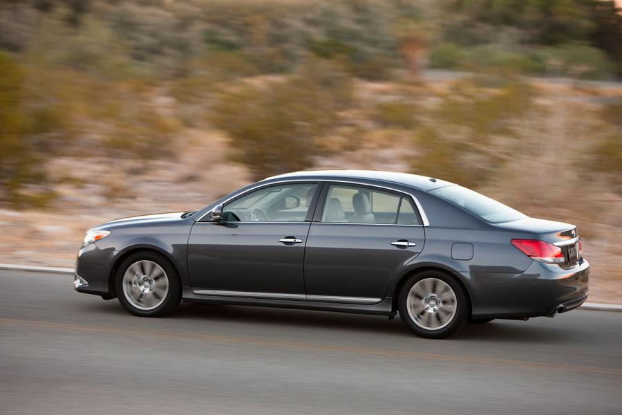2012 toyota avalon reviews specs and prices. Black Bedroom Furniture Sets. Home Design Ideas