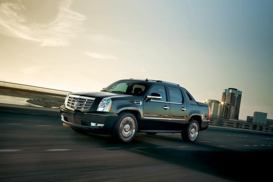 2013 cadillac escalade ext reviews specs and prices. Black Bedroom Furniture Sets. Home Design Ideas