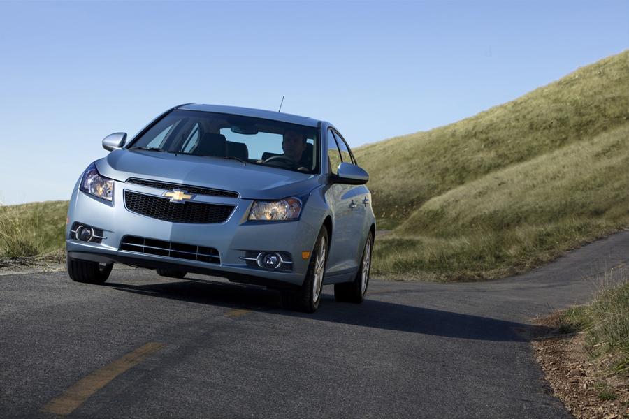 2013 Chevrolet Cruze Reviews Specs And Prices Cars Com