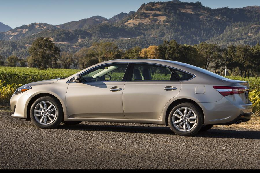 2013 toyota avalon reviews specs and prices. Black Bedroom Furniture Sets. Home Design Ideas