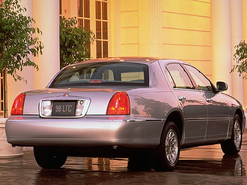 1998 Lincoln Town Car Overview